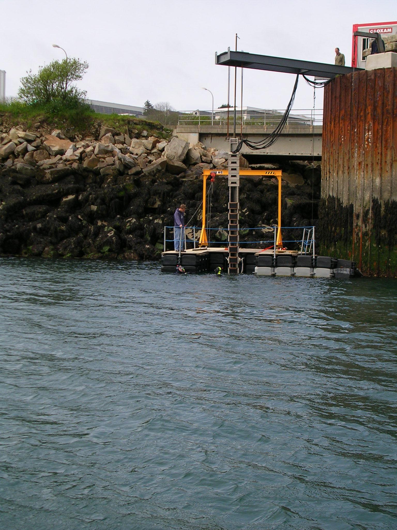 Plate forme flottante de travail industrie et travaux for Floating fishing platform